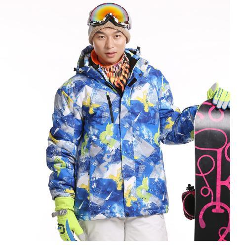 滑雪服厂家—滑雪服到底是棉衣还是羽绒?