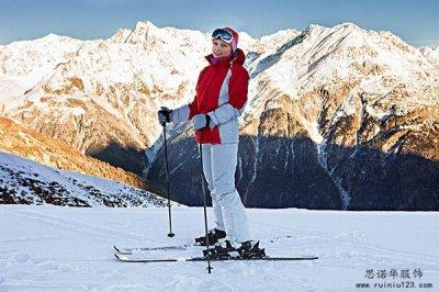滑雪服厂家讲解棉服和滑雪服的区别