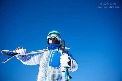 新款滑雪夹克使用可吸汗的新式穿戴技术