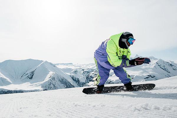 滑雪服挑选的必备小常识,专业滑雪服厂家解说