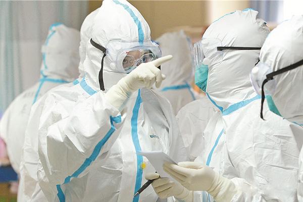 广东医用防护服工厂:防护服和隔离衣到底有什么区别呢?